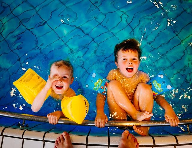 swimming-933217_640