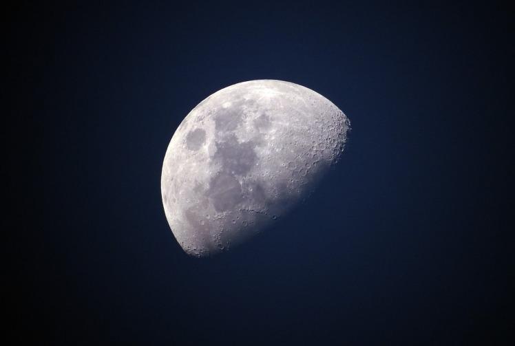 moon-1527501_1280.jpg